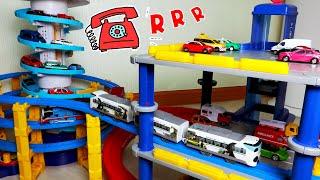 프라레일 토마스 기차 장난감 놀이. 다른 장난감을 이용…