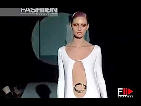 b97d58d61 GUCCI by TOM FORD - The fabulous white dresses 1996 - Fashion Channel