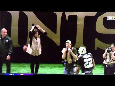 Mark Ingram fires football over photographers head!!!!!