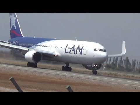 LAN Boeing 767-300 ER haciendo despegue corto en Santiago.