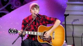 JUSTIN BIEBER - NEVER LET YOU GO (MASSEY HALL-12/21/11)
