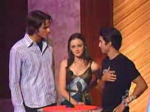 Alexis, Milo, and Jared present Teen Choice Award