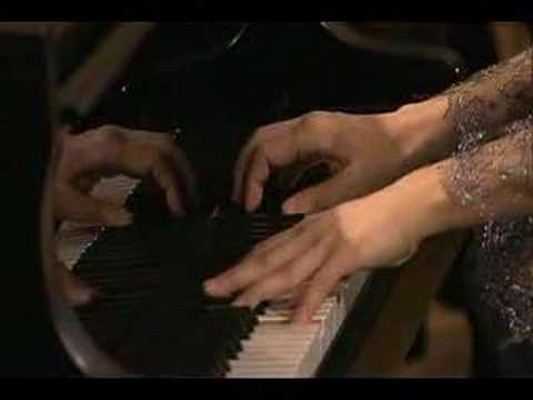 Uchida conducts Mozart's Piano Concerto #20 - Allegro II