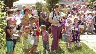 Народное гуляние на праздник Святой Троицы в селе Покровское