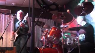 """Los HOBBIES en El Barracon """"Paper moon"""" cantada por Gustavo Aldrey"""