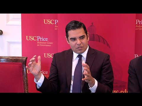 """USC Price's Bedrosian Center on Governance and the Public Enterprise hosted a """"Lunch with a Leader"""" event with Robert Garcia, Mayor of Long Beach and USC alumnus. These talks enable students to hear directly from local, state, and national leaders and gain inspiration for effective governance in an informal setting."""