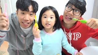 تنظيف الأسنان مع بو لا