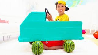 Katy y un coche sin ruedas para Max