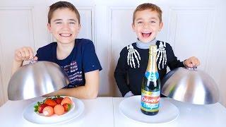 Real Food Vs Gummy Food Challenge - Vraie Nourriture Ou Bonbons ?