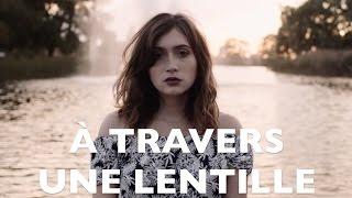 À TRAVERS UNE LENTILLE
