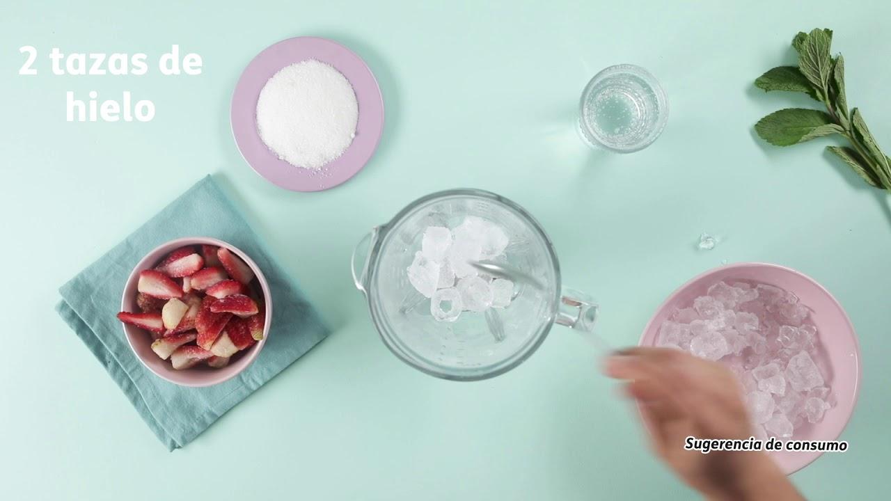 Granizado de fresa con Crema Chantilly.