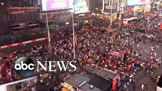 Motorcycle scare sends hundreds fleeing in Times Square l ABC News