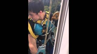 Похищение баннера с балкона мундепа Сокол Дарьи Новожилкиной(, 2013-08-07T19:36:41.000Z)