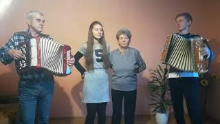 Heligónka Poliakovci + starká Evka a starký Ondrej ;) - Veď som sa vydala