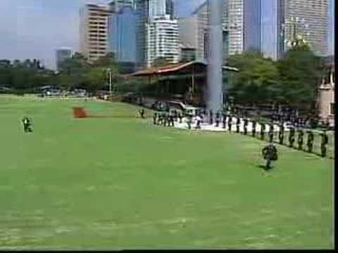 Honores e izamiento a la bandera en el campo marte