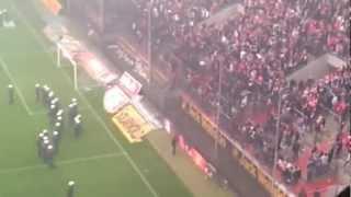 Köln stürmt das Spielfeld gegen Bayern - 5.5.2012