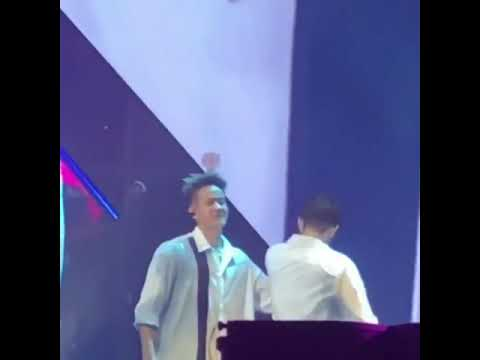 Time - THIS IS US CONCERT (FINAL DAY) Changsub is crying alone peniel drang him to the members 😭😭