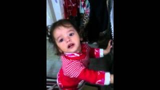 Battaniyesi için ağlayan bebek