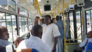 Mrisho Mpoto kaacha Prado na kupanda basi la mwendokasi