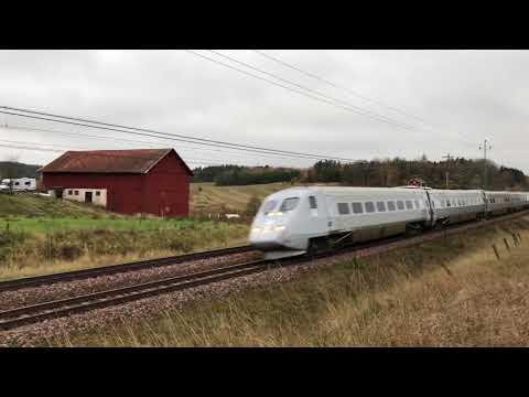 X2000 Och SJ3000 mm På En Åker Vid Gnesta