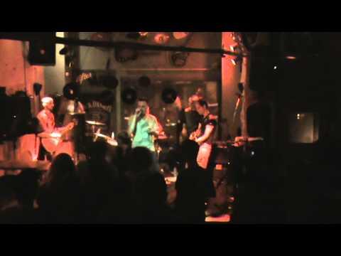 Αορατα Νηματα-( Τρύπες)-Χάρτινο τσίρκο Live Cover