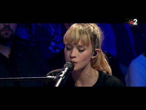Angèle interprète en live 'Ta reine' dans #ONPC