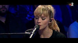 """Angèle interprète en live """"Ta reine"""" dans #ONPC"""