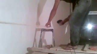 Как установить деревянный плинтус под вагонку.Видео урок от Равшана и Джамшута(Строим сами. Придуряемся во время установки плинтусов., 2016-01-01T15:26:00.000Z)