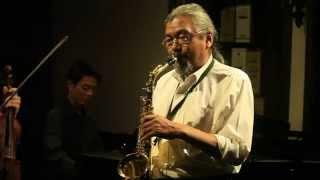 """Nghệ sỹ saxophone Quyền Văn Minh chơi bài """"Riêng Một Góc Trời"""""""