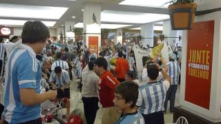 Argentina fans in shoṗping mall