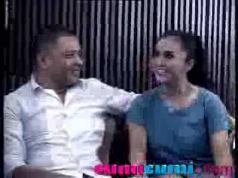 Raul Lemos Lumat Bibir Krisdayanti Dihadapan Para Wartawan - CumiCumi.com
