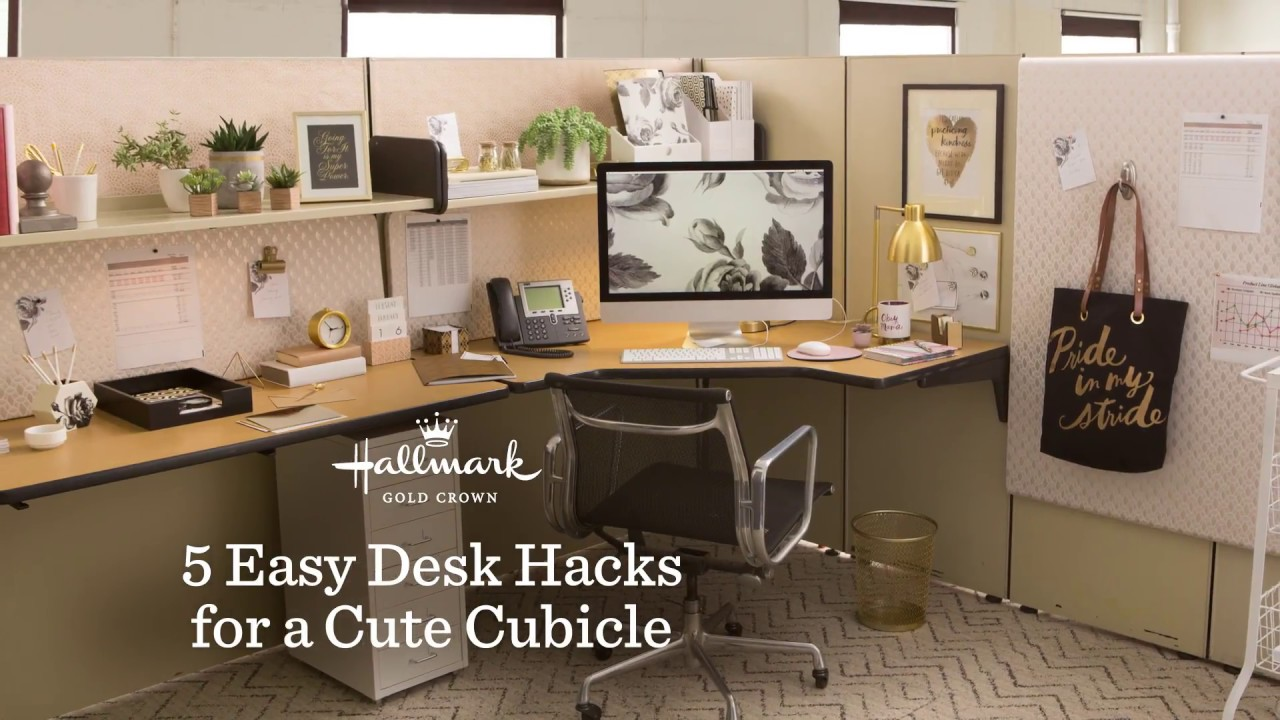 Office Cubicles Should Be Nicely Decorated And Attractive 5 Easy Desk Hacks for a Cute Cubicle