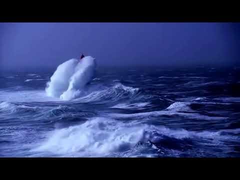 Шторм в океане видео случайно