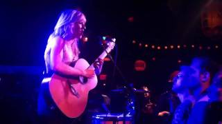 Ellie Goulding - Wish I Stayed (Acoustic; Live in New York)