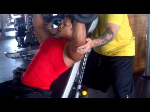 Latihan Otot Bahu di Osbond Fitness Center Jakarta Sahri Binaraga Indonesia