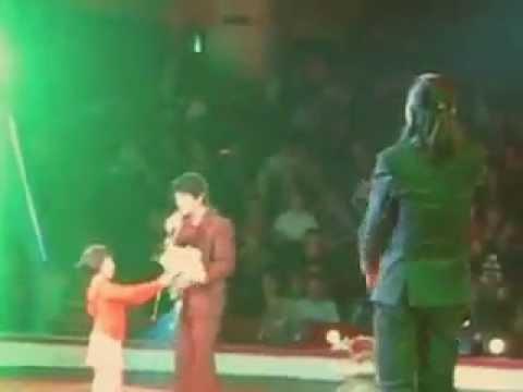 Hoài Lâm lưu diễn cùng bố Hoài Linh (2010)