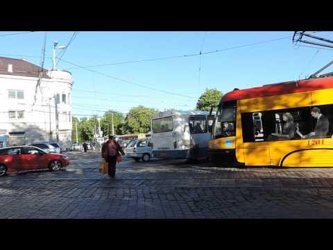 Калининград Красивый трамвай возле Южного вокзала