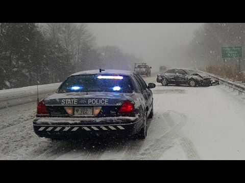 Crown Victoria Police Interceptor  Driving in the Snow!