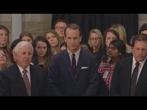 Peyton Manning Visits Bushs Casket