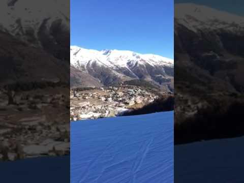Un homme tombe dans un ravin au ski 😱