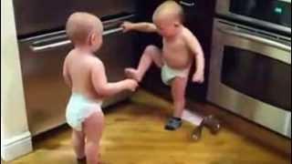 Bayi Kembar Berkelahi !!!!!!!!!!!!!