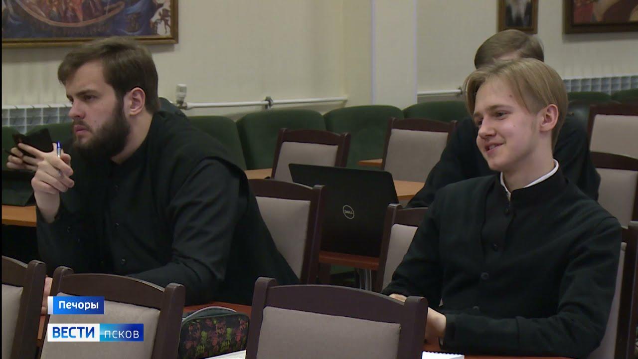 При Печерской обители семинаристы будут получать высшее духовное образование