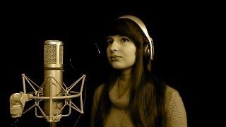 Karolina Bogusz - Między