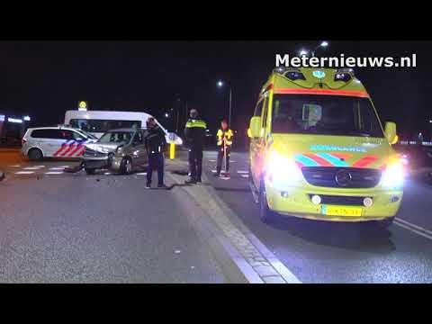 Auto's botsen in Hoogeveen