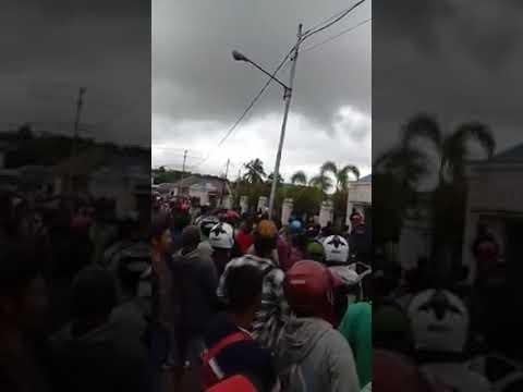 Demo Penambang Emas Di Depan Kantor DPRD Kabupaten Kapuas Hulu, Kalbar