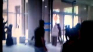 هجوم رافضة البحرين على بنات الجامعة ١٣ ٣ ٢٠١١ mp4