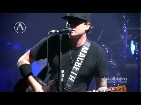 blink-182 - Ghost On The Dance Floor (Multicam Live) Official Brazilian Music Video
