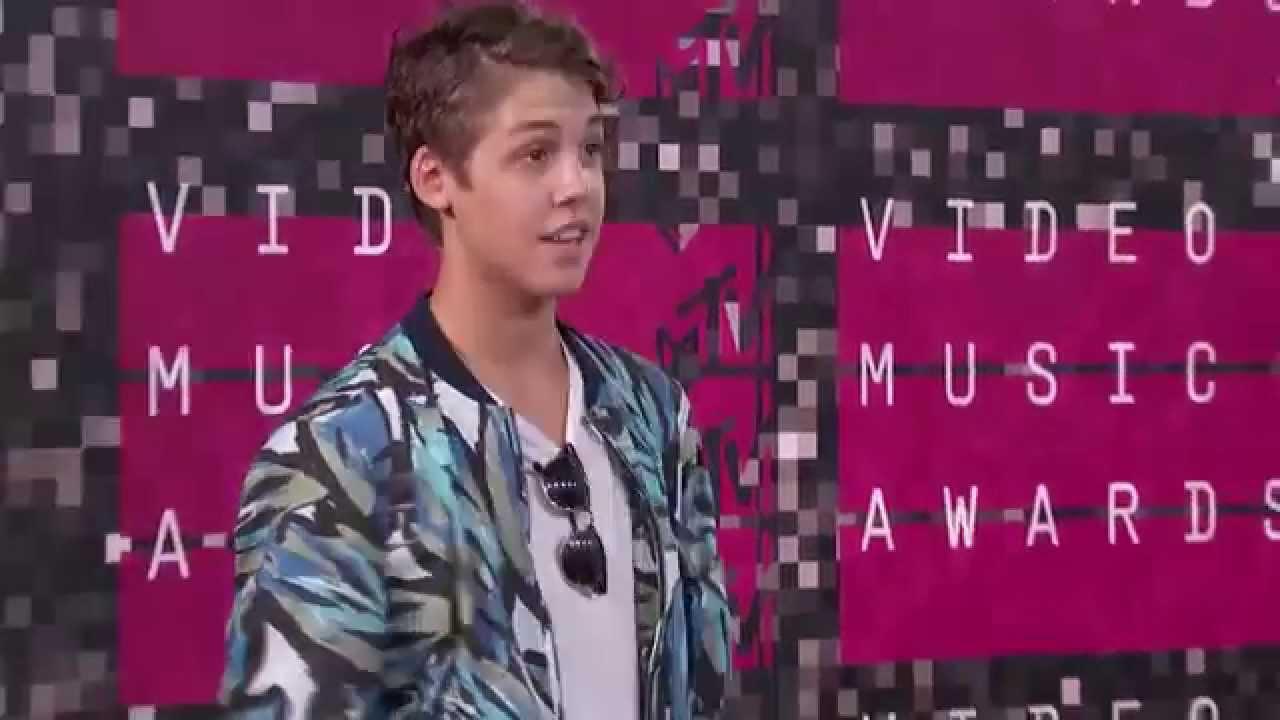 Matt Espinosa Hairstyle 2015 Vma Red Carpet Youtube