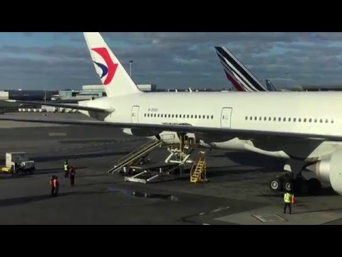 China Eastern Airline Business Class Flight Report MU588 JFK to PVG (2015.12.15) B777-300er