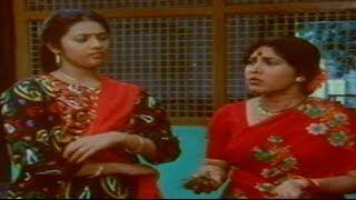 Pellam Chepithe Vinali Movie Scenes - Meena Teases Harish